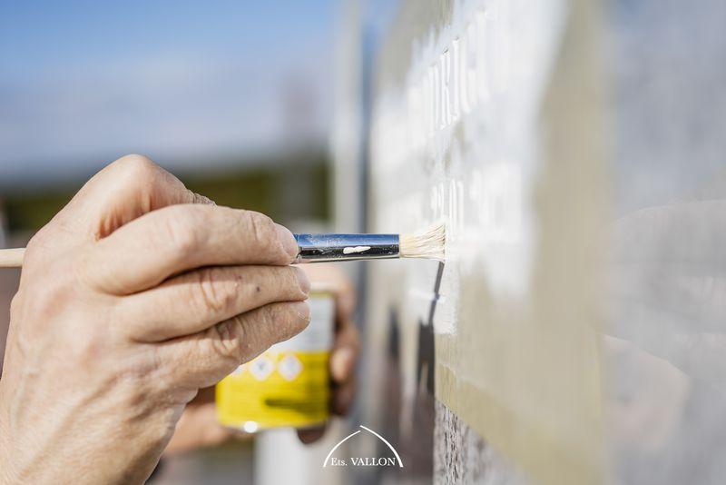 gravure à la peinture au cimetière