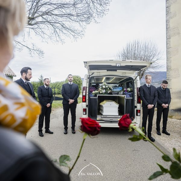 Cérémonie d'obsèques par les pompes funèbres vallon